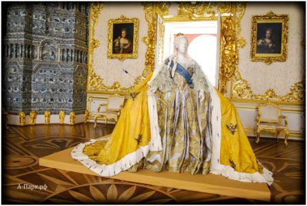Платье Елизаветы Петровны. Государственный музей. Москва.