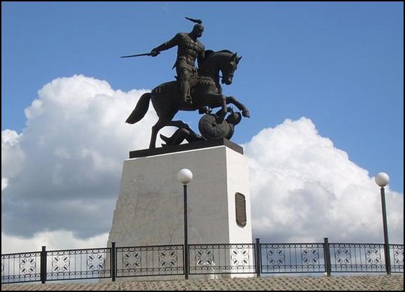 Памятник Святославу в Белгородской области,с. Холки. Скульптор В. Клыков, 2005 г.
