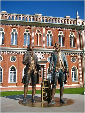 Памятник Баженову В. и Казакову М. в Москве. 1 сентября, 2007г. скульптор Баранов Л.М.