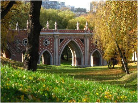 Большой мост в парке в Царицыно
