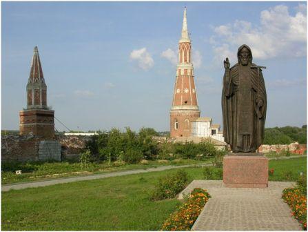 Памятник Сергию Радонежскому в Коломне, Московская обл., Россия  (Богоявленский Старо-Голутвин монастырь)
