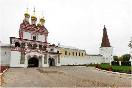 Иосифо-Волоколамский ( или иосифо-Волоцкий)  монастырь. Основан в 1479. Расположен в 16 км. от Волоколамска Московской области, недалеко от селя Теряево.