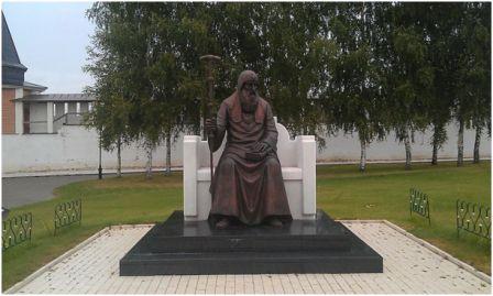 Памятник Святителю Иову в Свято-Успенском монастыре (Старица) Скульптор Юрий Хмелевский , 2012 г.