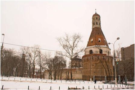 Симонов монастырь в Москве. Основан в 1379, упразднён в 1920, на сегодняшний день- реставрируется.